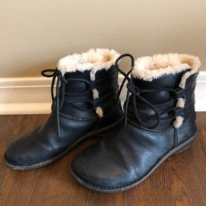 Ugg short leather boot